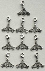 Bilde av Storyteller - 121 - Trekant ornament, metall - Sølv