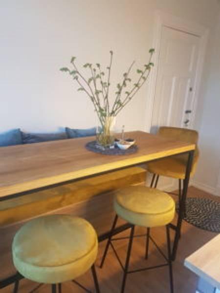 Bilde av Kjøkkenbord med stoler