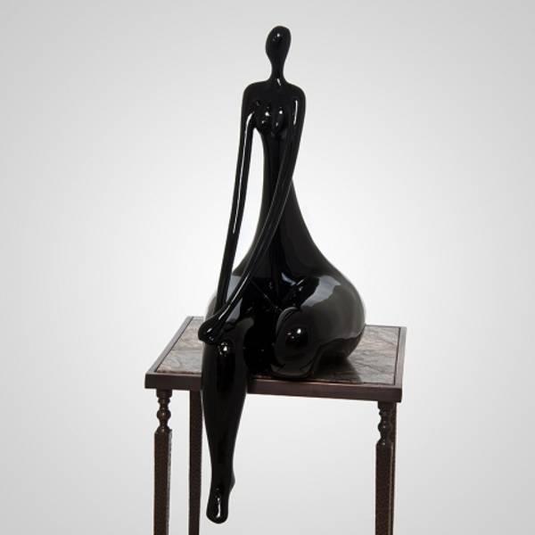Skulptur dame svart 38x30x81