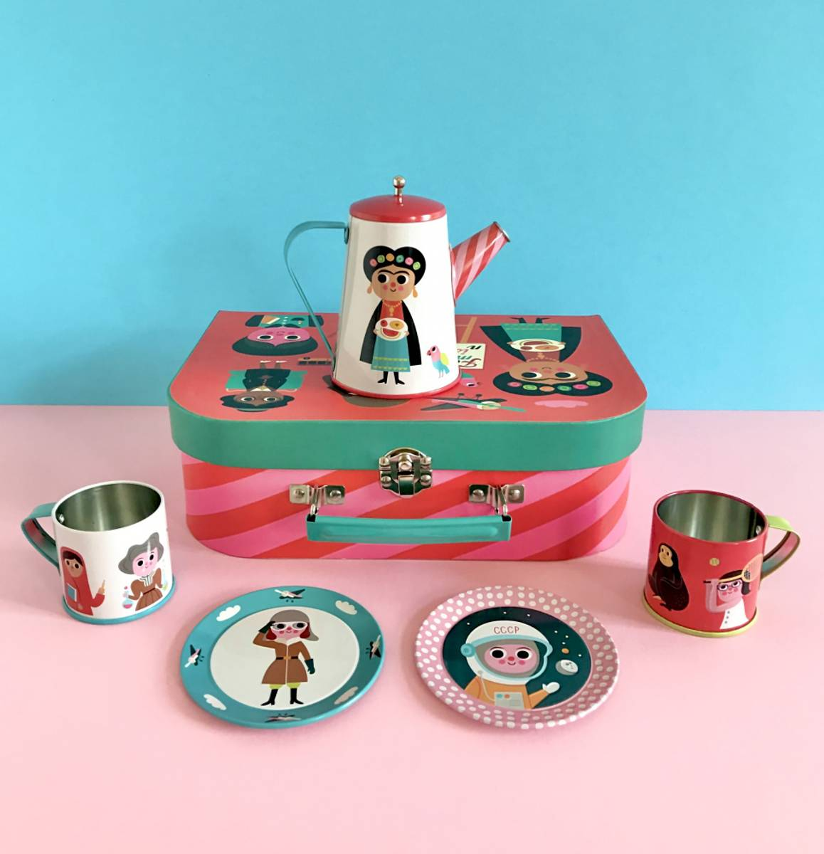 Koppestell: Feminist mini tea set