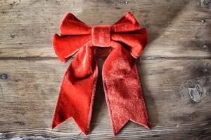 Bilde av Sløyfe av rød velur, 18x23cm