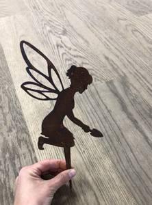 Bilde av Hagedekor Fairy, Fe med spade med spyd