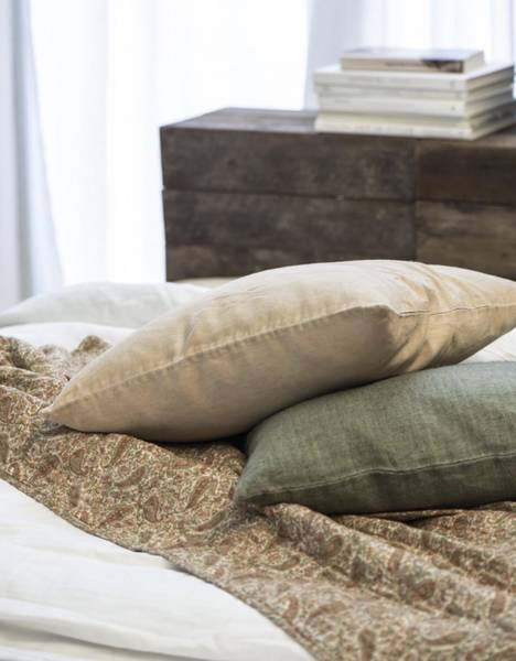 Quiltet teppe / sengeteppe Paisley (grønn, gylden, rust)