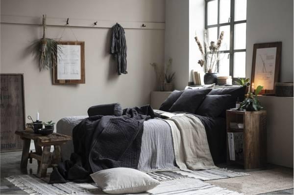 UNIKA Sidebord / nattbord av gjenbrukstre