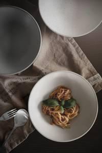 Bilde av Djup tallerken, kvit/prikkete, d22