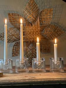 Bilde av lysestake i glass med rein
