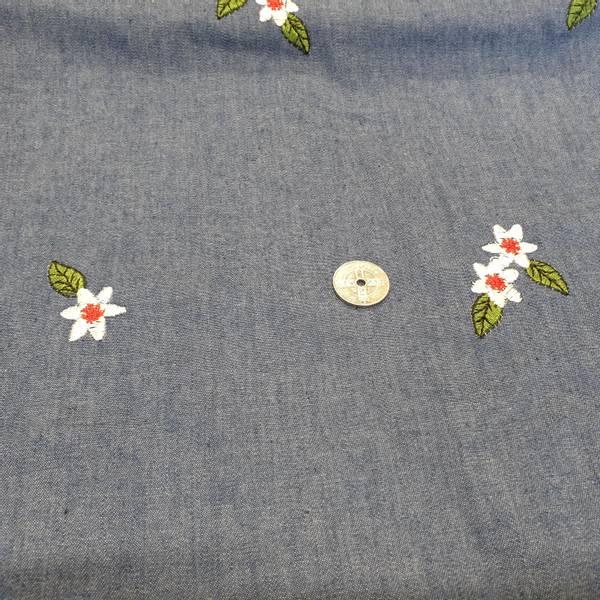 Bilde av Jeans farget med broderte blomster - Fast Bomull