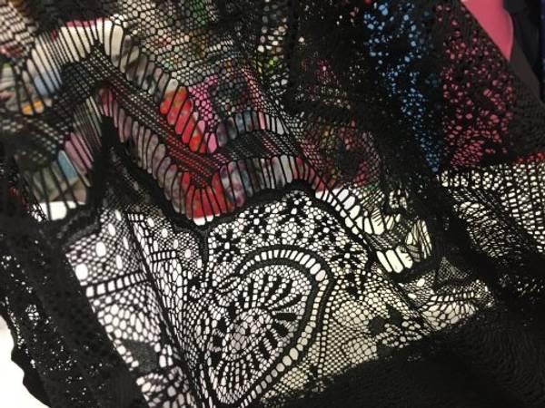 Bilde av Svart Zigzag, sirkler og blomster - Stretchblonde