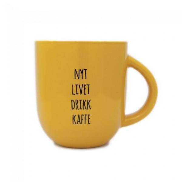 Bilde av Kopp - Nyt Livet Drikk Kaffe, Sennepsgul