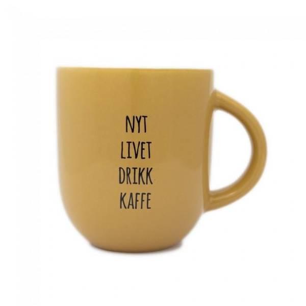 Bilde av Kopp - Nyt Livet Drikk Kaffe, Dus Sennepsgul