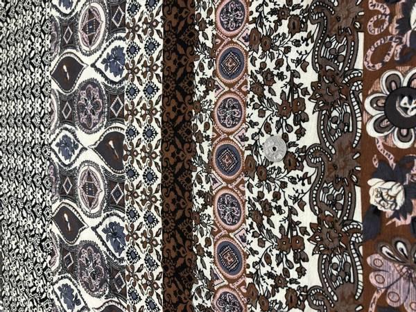 Bilde av 90 cm - Mønster på offhvite bakgrunn -