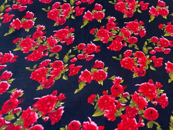 Bilde av Red Flowers  - Vevd viskose