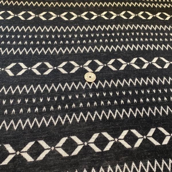 Bilde av Hvit mønster på sort - Ulljacquard