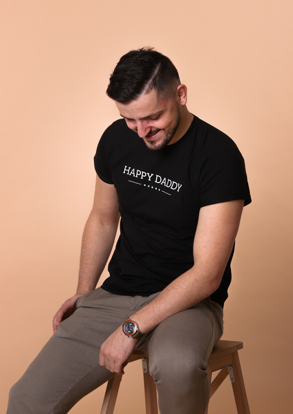 Bilde av Happy Daddy Organic Fitted Tee - Black