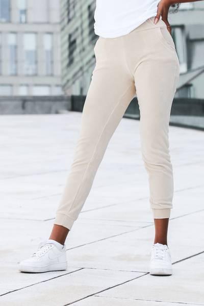 Bilde av Mommy Velour Ankle Sweatpants - Light Beige