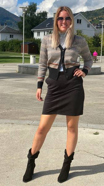 Bilde av IIS WOODLING Vår Pencil Skirt Black
