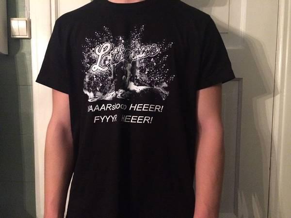 T-skjorte.Varsko her fyr her