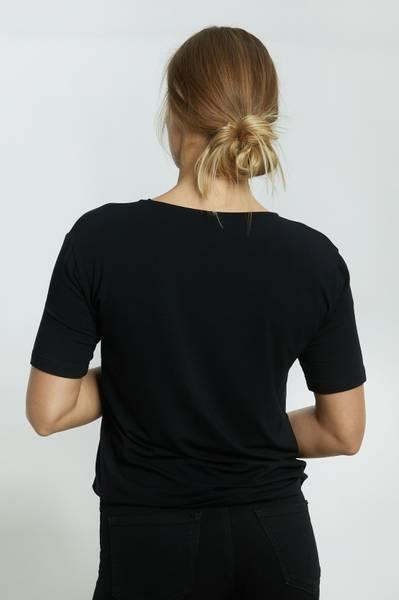LISA T-SHIRT V HALS BLACK