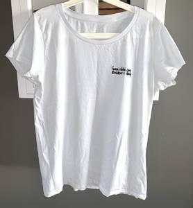 Bilde av Lykkelig Tskjorte med beige