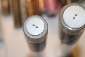 Bilde av Hvit knapp delt med skimmer