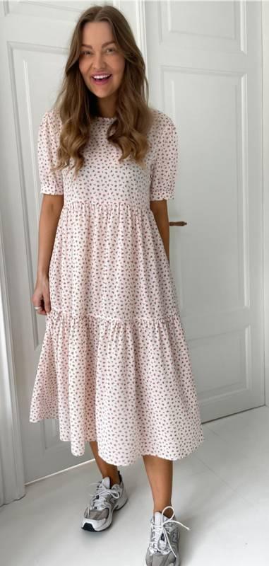 Bilde av BY-IC Long Vilma Dress- Pink With Red Flowers