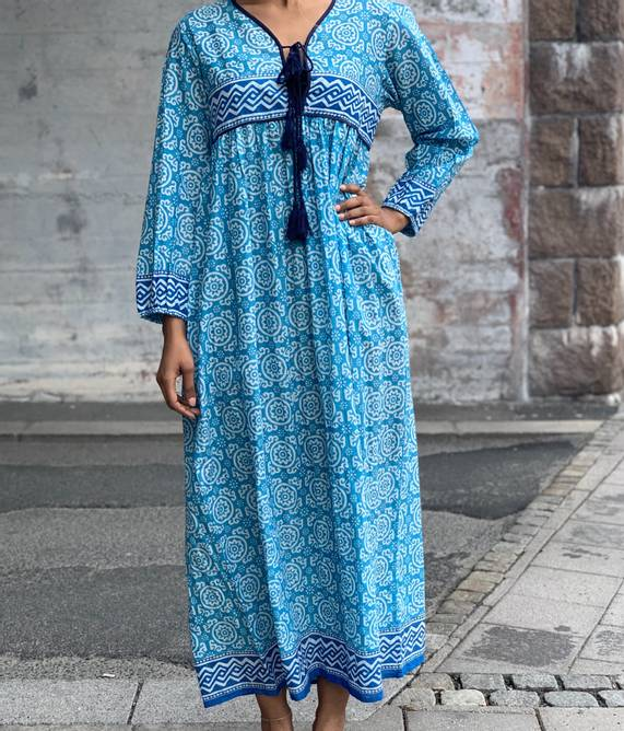 Bilde av HIPPI LOVE MAXI DRESS TURQOISE