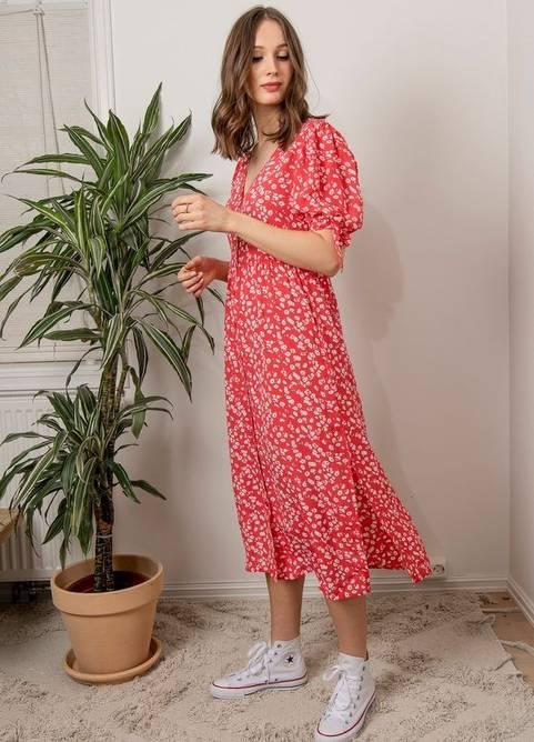 Bilde av MISSMAYA ANGELA DRESS STRAWBERRY