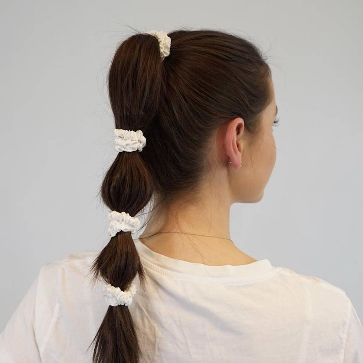 Hårstrikk i silke - hvite