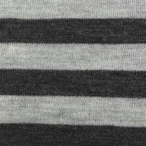 Bilde av Strikket merinoull - striper i gråtoner