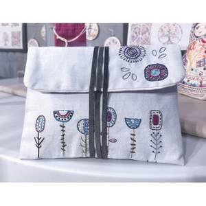 Bilde av Broderikit Blå blomster pouch