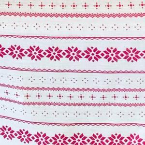 Bilde av Strikket Ull, tynn - hvit med rosa motiv