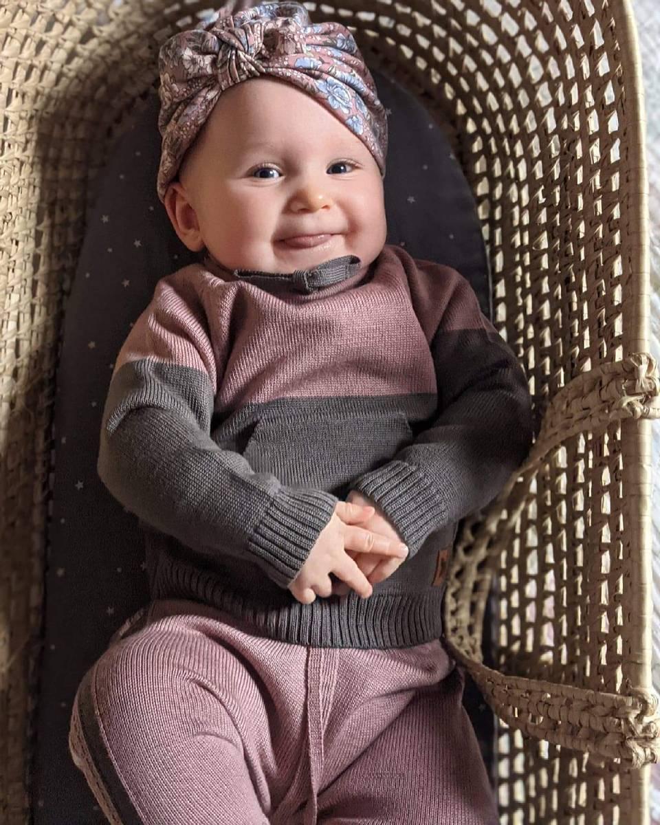 Støvrosa ullsett med genser Lonk og bukse Churra