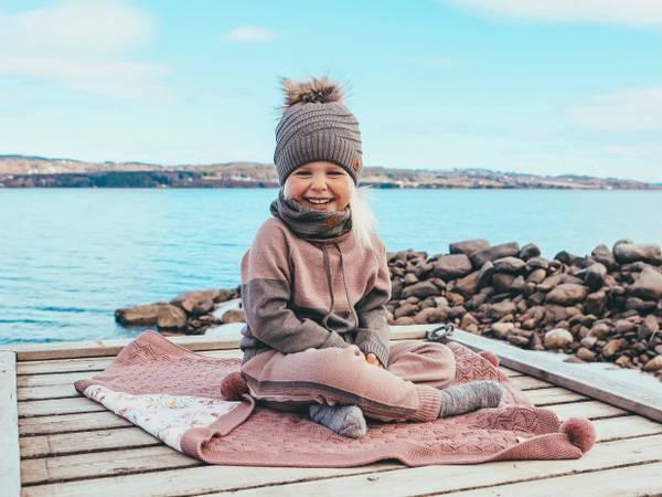 Bilde av Støvrosa ullsett med genser Lonk og bukse Churra