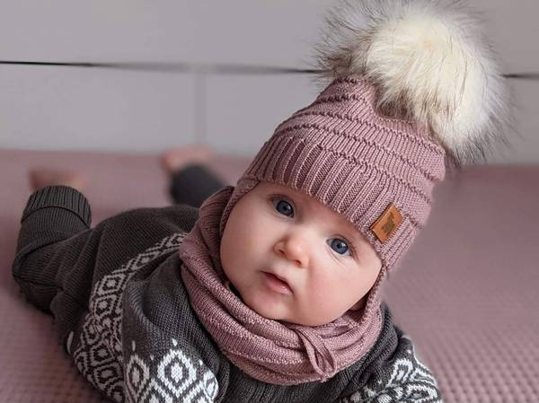 Bilde av Lue Mutton i merinoull, med pelsdusk, støvrosa