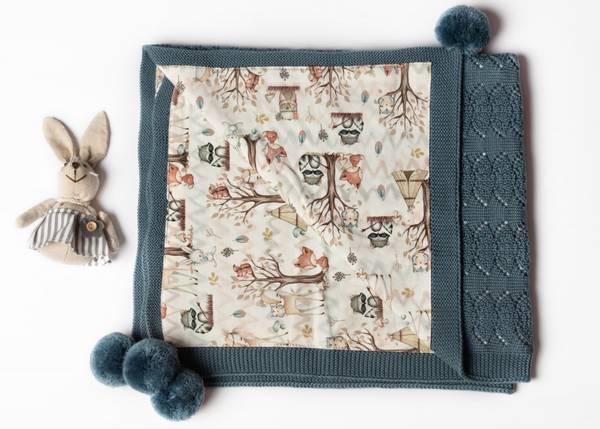 Bilde av Pledd Coolalee i merinoull med bomullsfôr, gråblå, skogsvenner