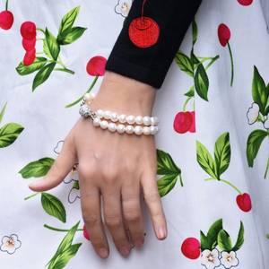 Bilde av Perlearmbånd dobbel med krystallås, pastell hud farge