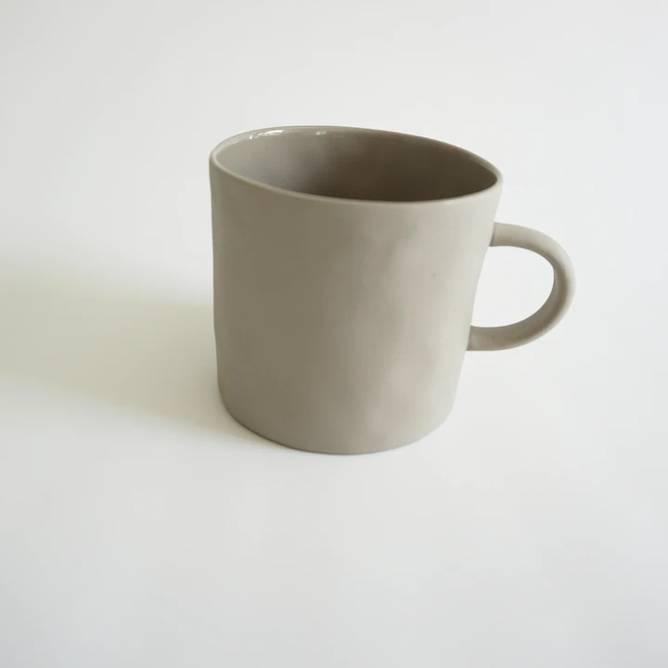 Bilde av Cup With Handle Beige - Kajsa Cramer