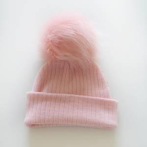 Bilde av LyseRosa ribbestrikket lue rosa faux fur
