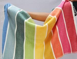 Bilde av Lite håndkle i regnbuefarger - Kalam