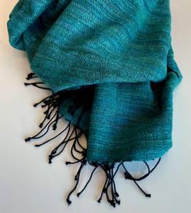 Bilde av Joia - Blågrønt skjerf i silke og