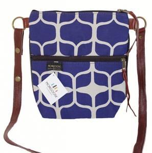 Bilde av Crossbody Pouch - Graphic indigo blå
