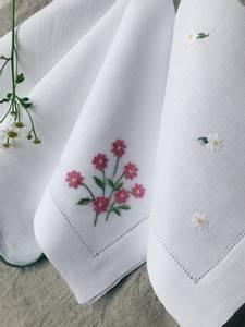 Bilde av Linserviett med rosa blomster - eksklusiv