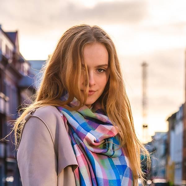 Bilde av Morild Tindra Rute skjerf med refleks, blå