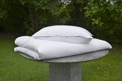 Bilde av Nord Dots damask sengesett hvit/navy