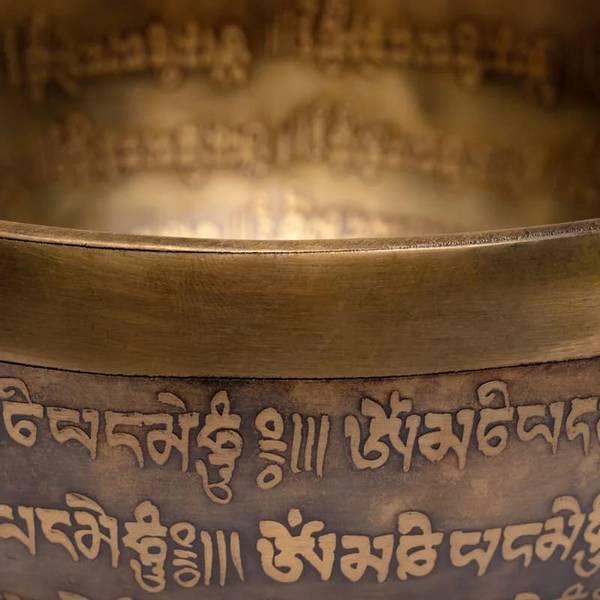 Tibetansk syngebolle håndlaget med inngravering 1000-1150gr