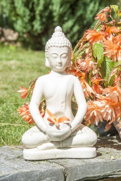 Buddhafigur med plass for telys elfenbenfarge