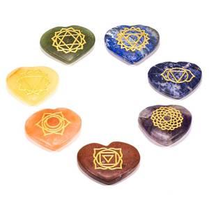 Bilde av 7 Chakra inngravert hjerte sett m /velvetpose