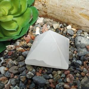 Bilde av Selenitt Pyramide Stor 55-60 mm