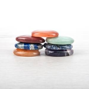 Bilde av Set of 7 Chakra Stones 4 cm Ovals in a Velvet Bag