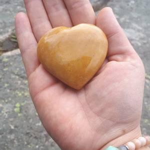 Bilde av Jade, gul hjerte / Yellow Jade heart 5-6 cm